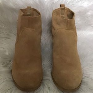 Sole society so-Carson tan suede booties